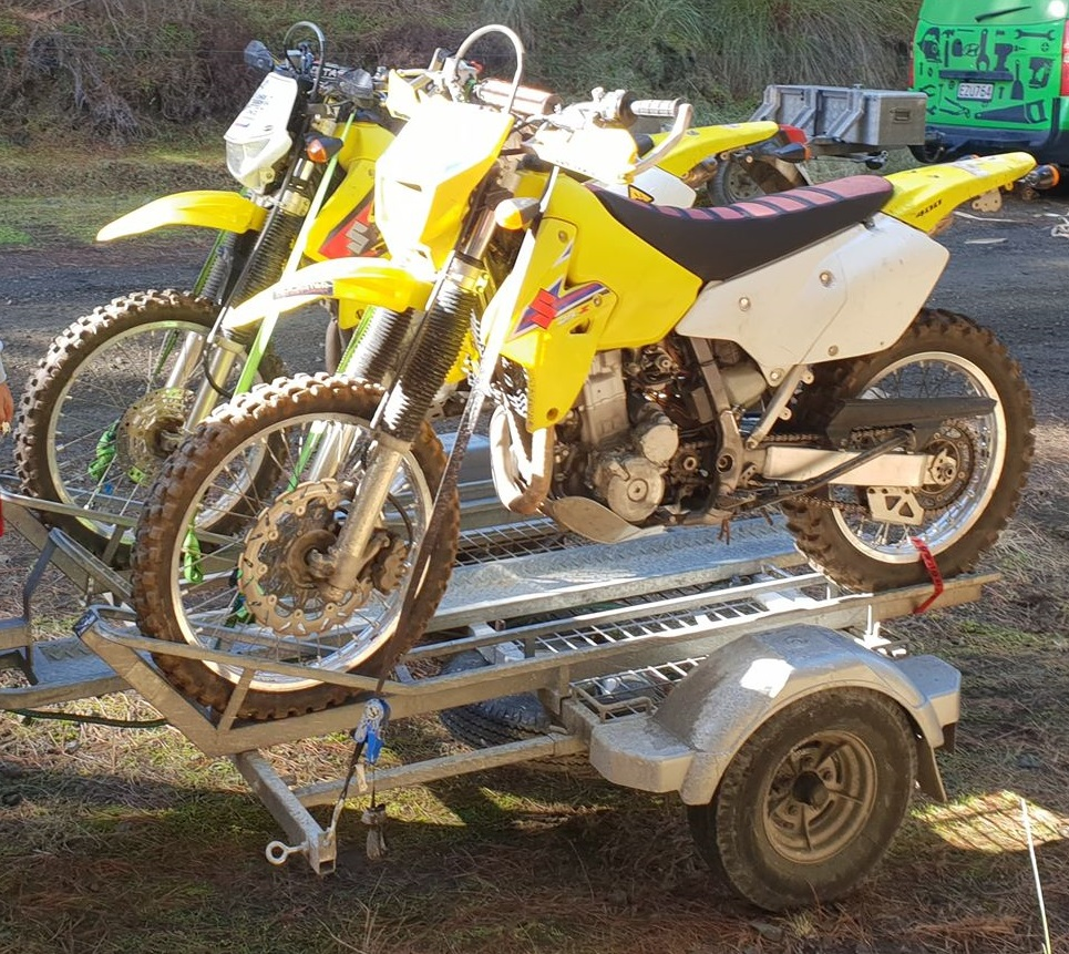 riders' corner trailer with two drz400s loaded